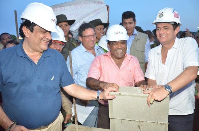 De izquierda a derecha: el detenido Kiko Gómez , Rafael Ceballos, Alcalde de Riohacha y German Vargas Lleras futuro presidente de los colombianos por gracia de Dios y la mermelada.